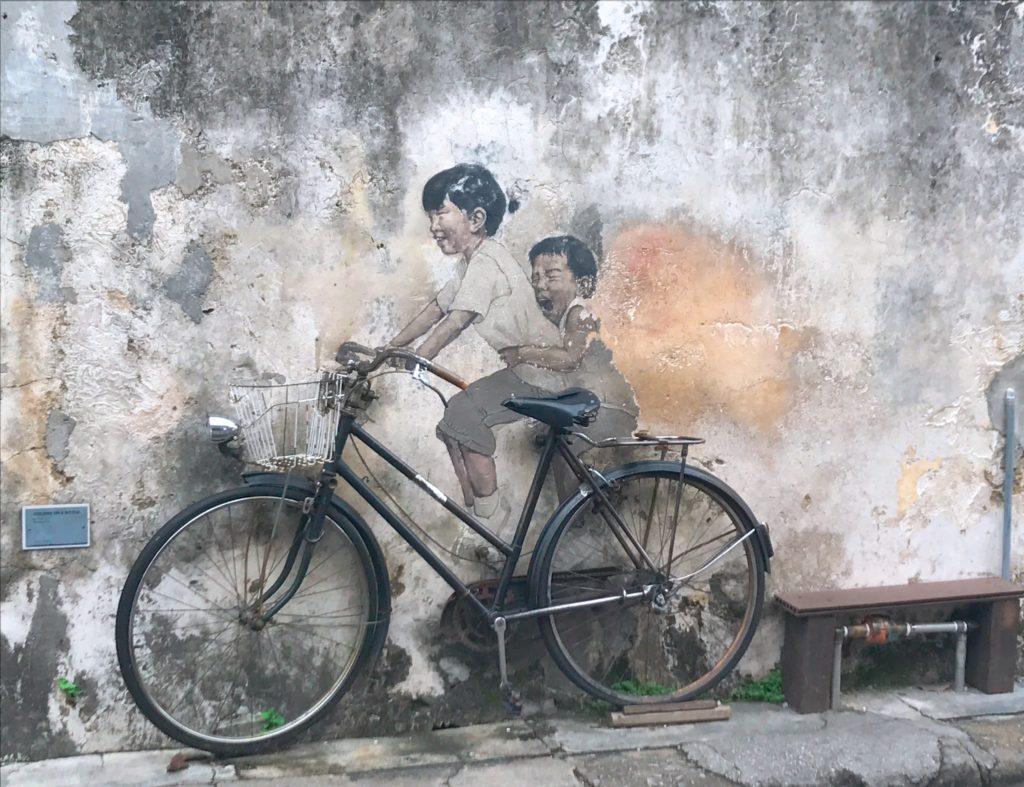 「Kids on Bicycle」のウォールアート