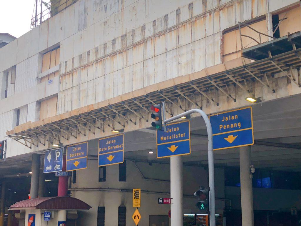 コムター1階のバスターミナルそば