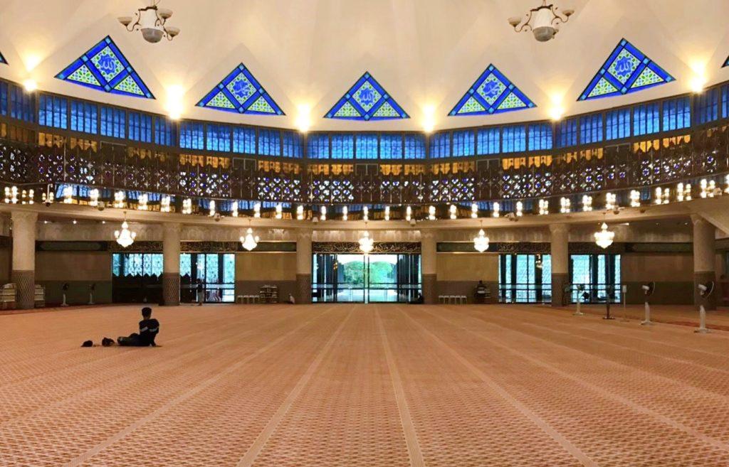 国立モスクのメインホール