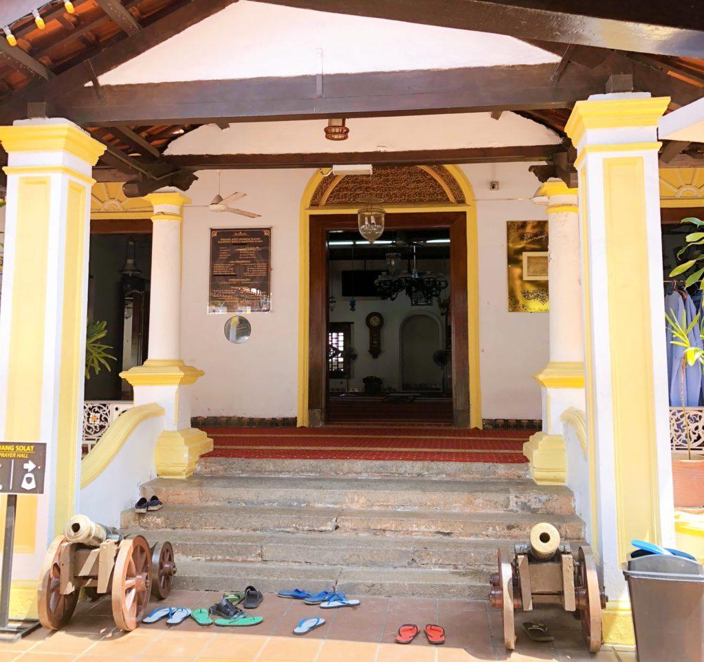 カンポン・フル・モスクの礼拝堂入口