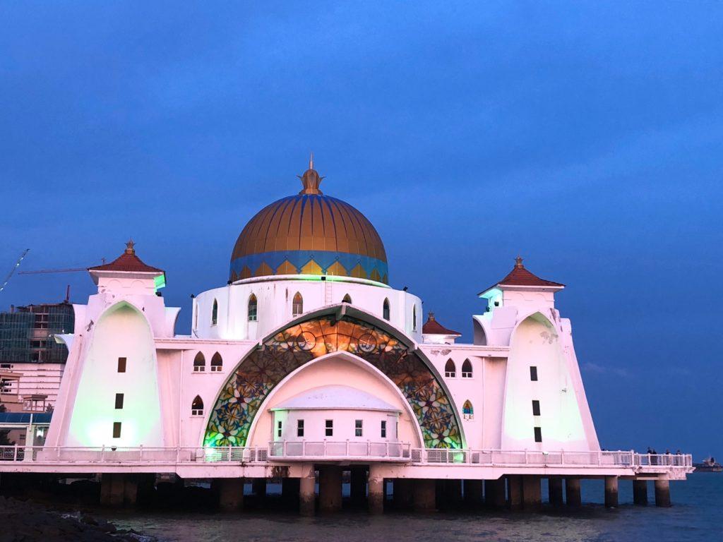 夕日に当てられたモスク