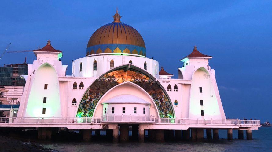 夕日に当てられた海峡モスク