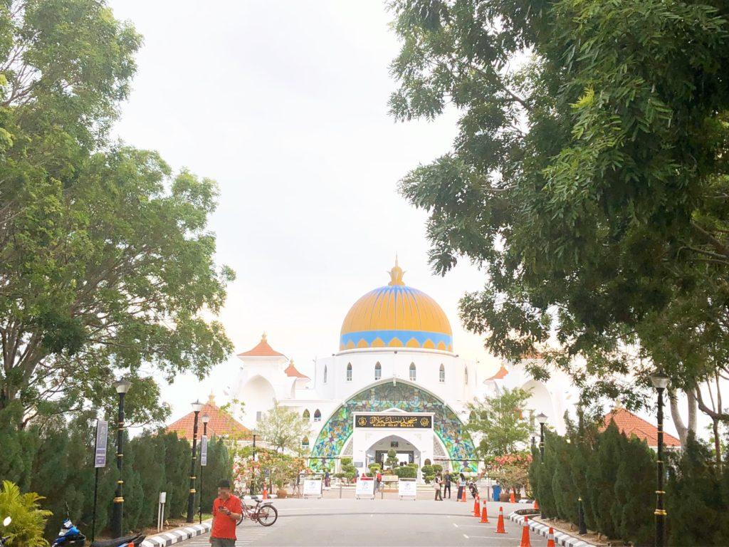 正面から見た海峡モスク