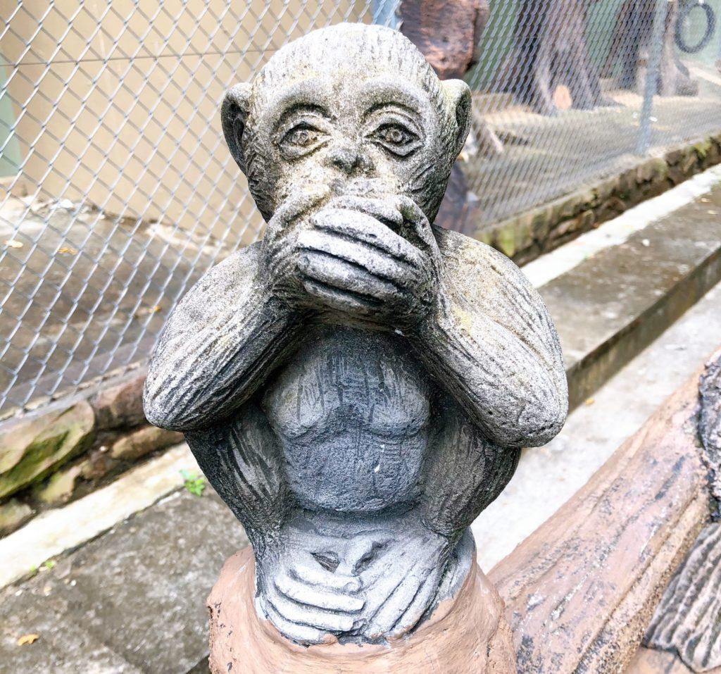 ジョホール動物園にある言わざるの置き物
