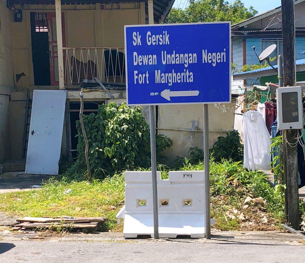 マルゲリータ砦への案内板