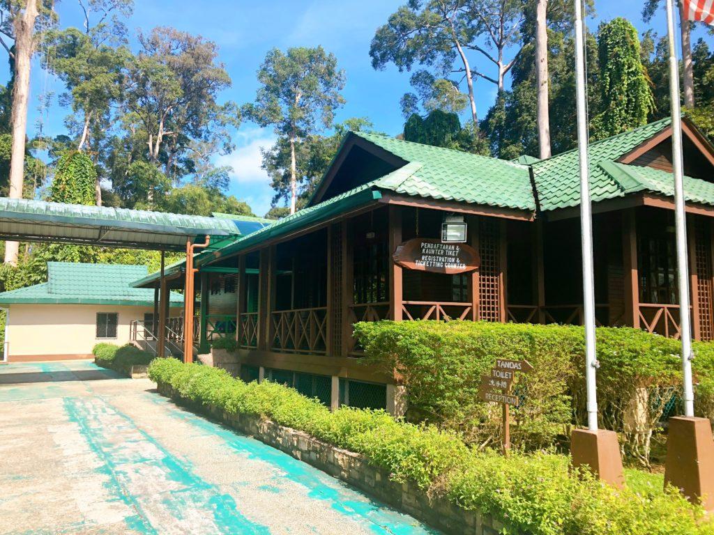 セピロックオランウータン保護区の入口