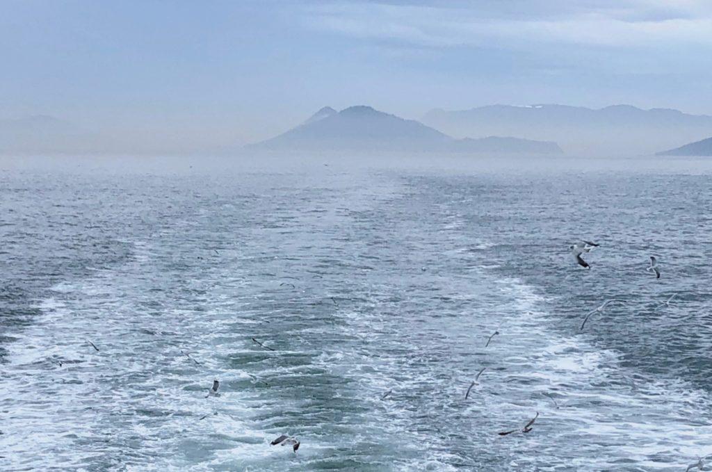 船から見える島